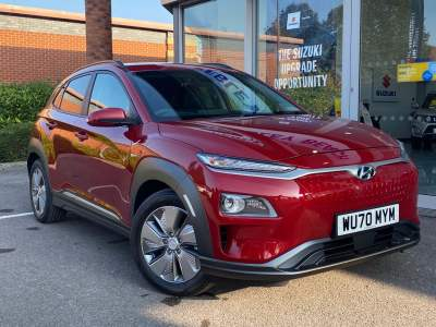 Hyundai Kona Electric Premium SE 64kWh 5 Door Hatchback / Fastback Electric Pulse Red (Metallic Pearl) at Pebley Beach Cirencester