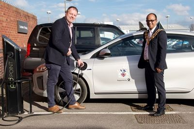 Swindon's mayor gets behind the wheel of environmentally-friendly car from Pebley Beach