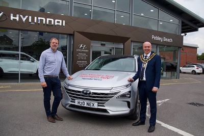 Swindon's mayor gets behind the wheel of hydrogen-fuelled Nexo from Pebley Beach